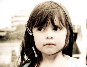 dziewczynka poddana terapii leków i fobii